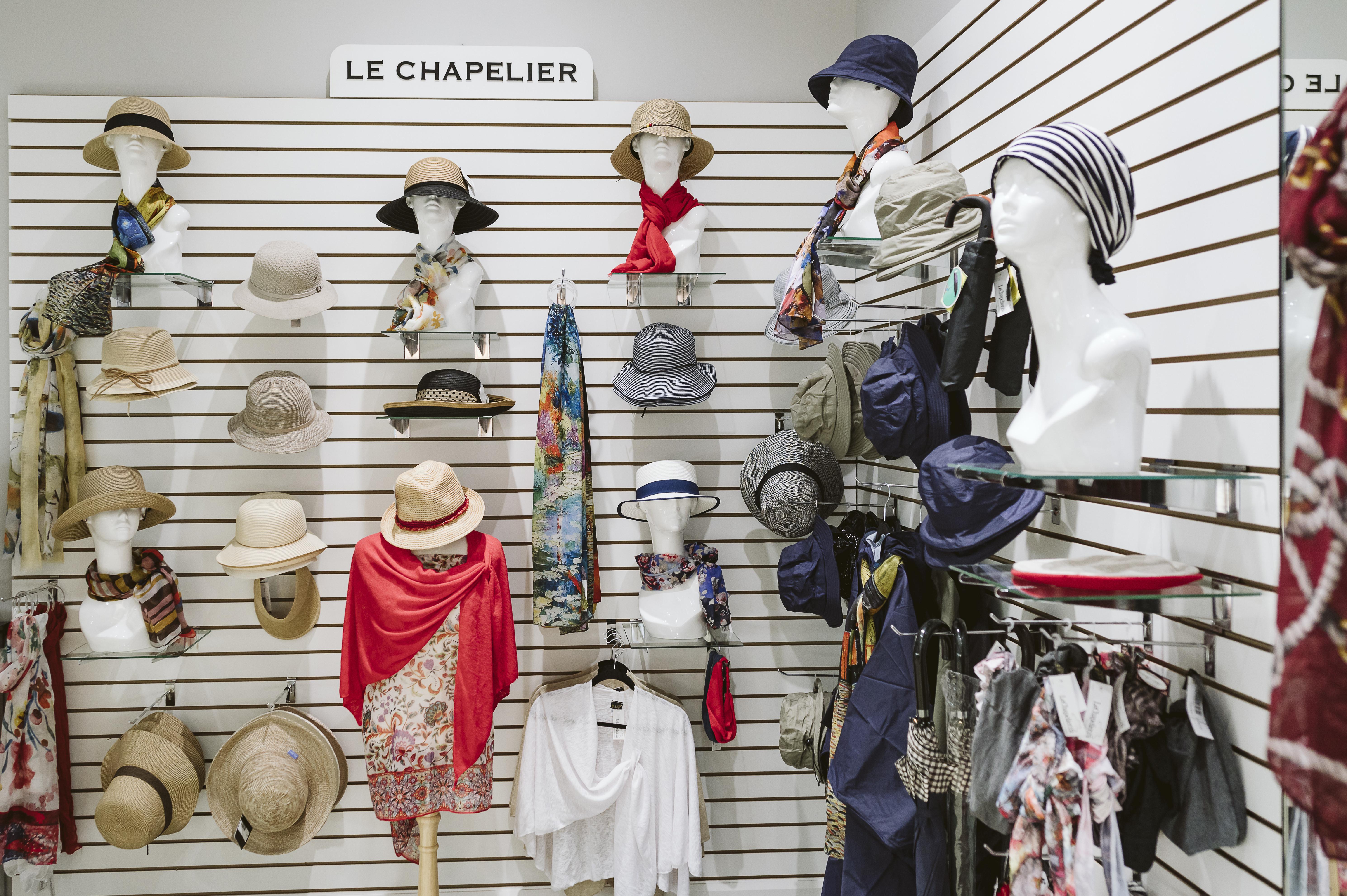 Le Chapelier - Mail Champlain