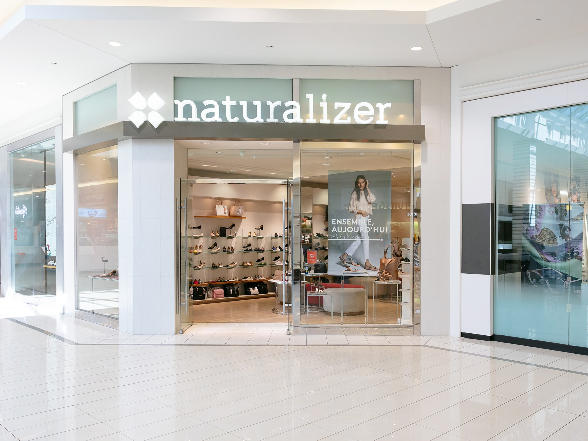 Naturalizer - Mail Champlain