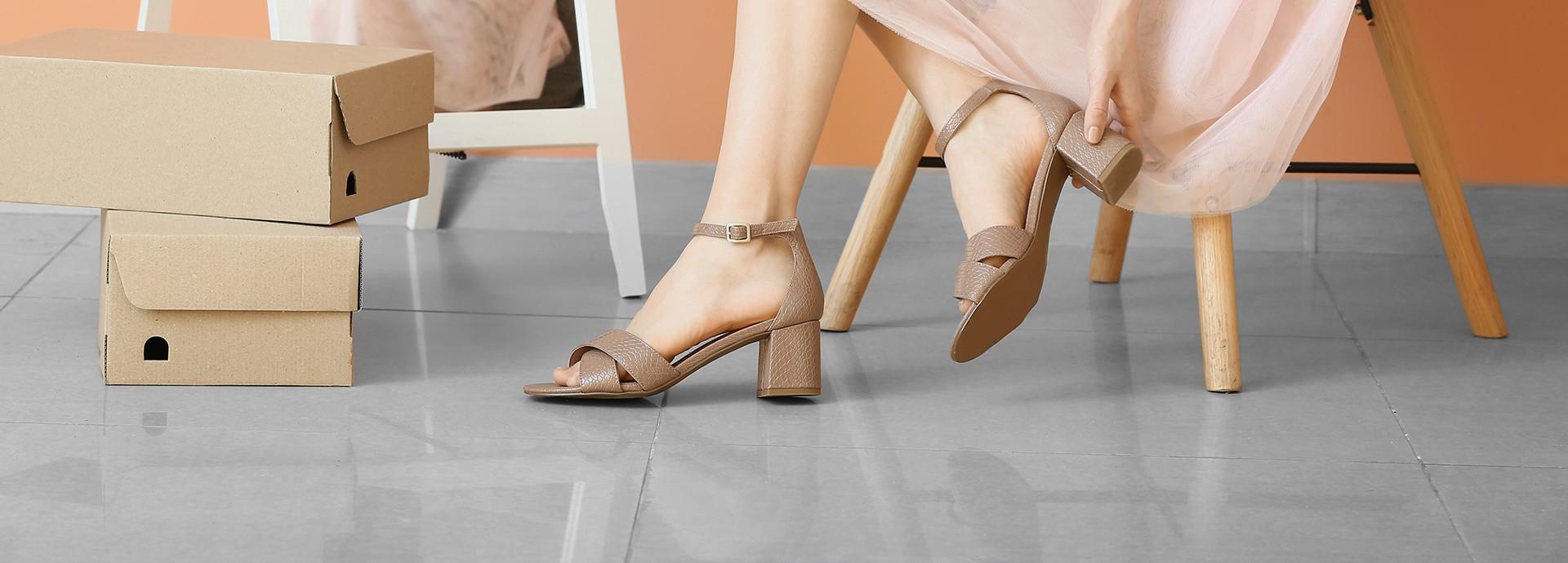 Monettes Shoes - Les Galeries de Hull